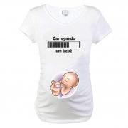 Baby Long Gestante Carregando um Bebê